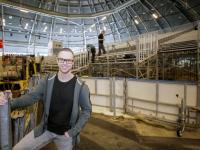 Rodney tijdens de opbouw ICU World cup finals Shorttrack Dordrecht