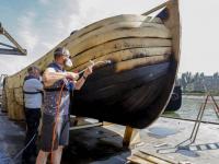 Schip rivier boot stad\'gaat volgende fase in van schip naar sculptuur Dordrecht