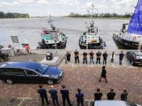 Eerbetoon en laatste groet aan oud directeur Leen Muller Merwekade Dordrecht