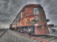 Roestige trein van Arko van Pel