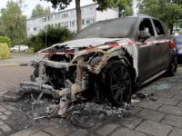 Luxe auto in vlammen opgegaan Treubstraat Dordrecht