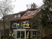 Man gewond na val van dak aan Zuidendijk