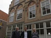 20171610-Drie-mannen-voor-pand-Hofstraat-Dordrecht-Tstolk-001