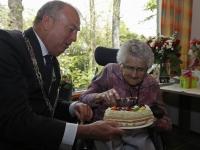 20170805 Mevrouw De leeuw 100 jaar oud zorggroep Crabbehoff Dordrecht Tstolk