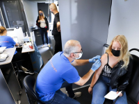 mobiele vaccinatie-unit GGD in  Bosboom-Toussaintstraat Dordrecht