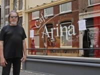In actie voor gesloten cafe Arina Vooorstraat Dordrecht