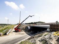 Viaduct geplaatst nieuwe weg A16 Dordrecht