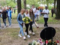 Herdenkingssteen onthuld voor slachtoffers gezinsdrama