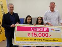 20171311-15.000-euro-overhandigd-aan-Stichting-Ambulance-Wens-Dordrecht-Tstolk