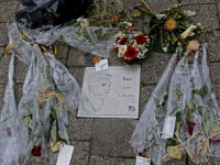 Gedenksteen voor Dordtenaar Paul Pluijmert