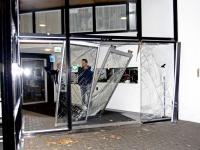 20162010 Personenauto rijdt flat aan Talmaweg binnen Dordrecht Tstolk