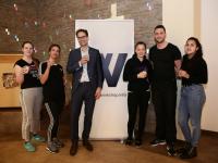 20190131 Wethouder Peter Heijkoop met deelneemsters en sportcoach project jonge vrouwen in beweging
