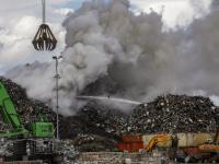 Rook van schootbrand veroorzaakt veel overlast Zeehaven Dordrecht