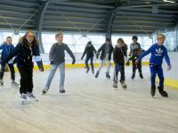 Honderden kinderen van plan Nederland schaatsen in Sportboulevard Dordrecht