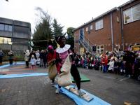 20170512-Sinterklaas-op-schaaten-naar-Horizon-school-Dordrecht-Tstolk-003