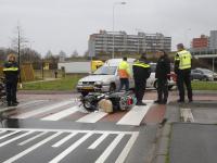 Scooterrijdsters geschept door auto