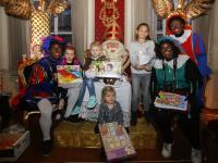 20180412 Prijswinnaars Jumbo op bezoek bij Sinterklaashuis Dordrecht Tstolk