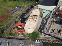 Takelen schip op ponton -  'rivier boot stad' Biesboschhal Dordrecht