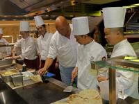 Herman den Blijker te gast bij Wereldrestaurant A15 Baanhoekweg Dordrecht