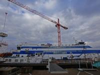 Veerboot Vlieland meert aan in Dordrecht