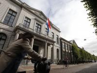 Vlag halfstok rechtbank Steegoversloot Dordrecht