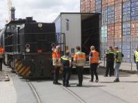 Vrachtwagen in botsing met goederentrein Dordrecht