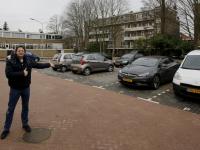 Michel Doesburg op het nieuwe parkeerterrein Sperwerstraat Dordrecht