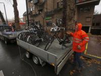Handhavers halen fietsen weg in gemeentes