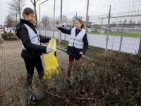 20191501-Leerlingen-Wellant-college-halen-geld-op-met-afruim-verzamelen-Dordrecht-Tstolk-002