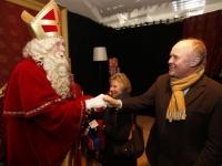 20162911 Burgemeester en wethouders bezoeken Sinterklaashuis Spuiboulevard Dordrecht Tstolk 003