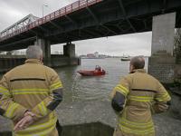 Zoekactie naar mogelijk persoon te water Oude Maas