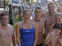 Zwemmers uit Varna zwemmen in Dordtse haven